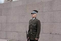 Ryga, wartownik przy Pomniku Wolności