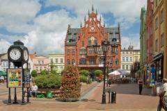 Rynek w Chojnicach i neogotycki ratusz z 1902 r.