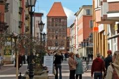 Widok z rynku w Chojnicach w kierunku na Bramę Człuchowską