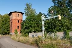 Czersk,resztki parowozowni, wieża ciśnień (pierwsza) i żuraw wodny dla parowozów (2015)