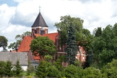 Czersk, kościół neogotycki pw. św. Marii Magdaleny, na pierwszym planie plebania, najstarszy bud