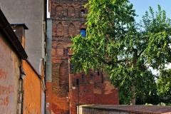 Chojnice, średniowieczne mury miejskie i Brama Człuchowska (2018)