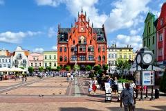 Chojnice, Stary Rynek i ratusz, siedziba samorządu, zbudowany w 1902 r. (2018)